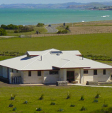Old Bones Lodge accommodation is located right on the beach, just 5 minutes from Oamaru