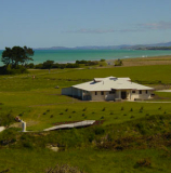 Our lodge accommodation is located right on the beachfront, just 5 minutes from Oamaru